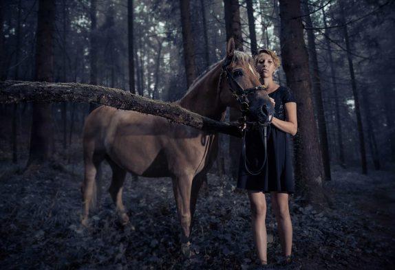 Die Praktikantin, der Regen & das Pferd